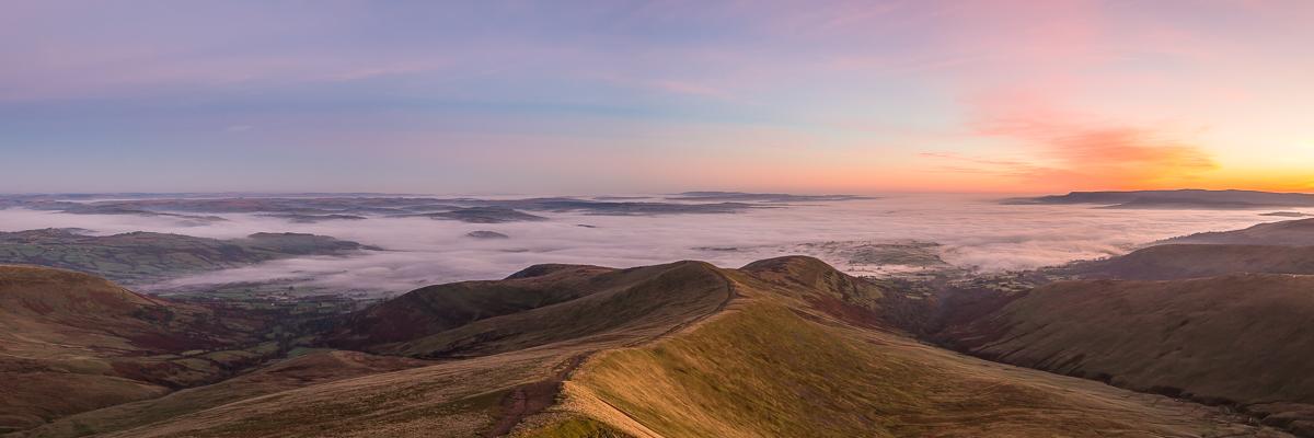 Cefn Cwm Llwrch ridge at dawn